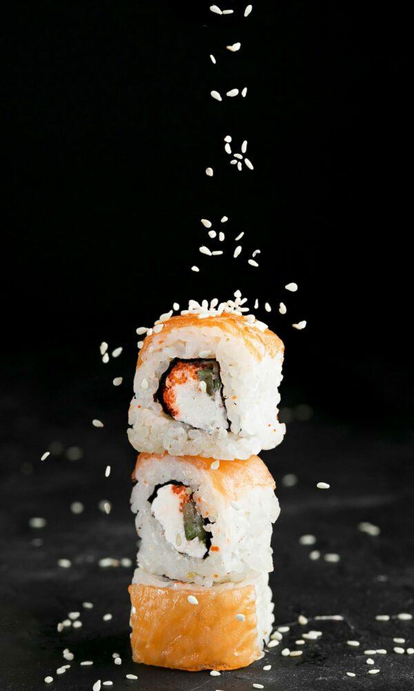 delicious-sushi-rolls-desk